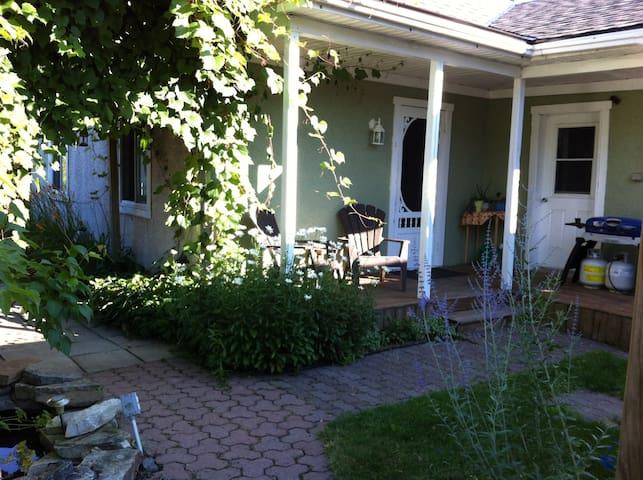 Maison champêtre dans vieux Chambly - シャンブリー - 一軒家