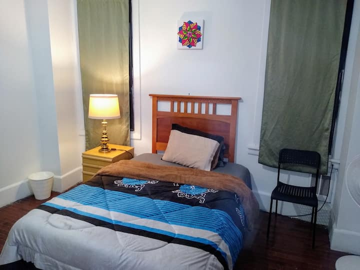 Private Room 3/University/Parking/ TV/WEEKLY $210+
