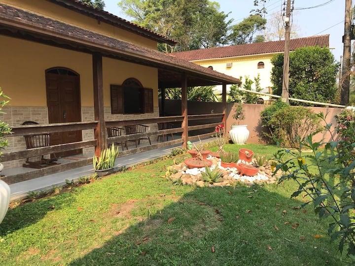 Casa em Aldeia Velha com rio nos fundos