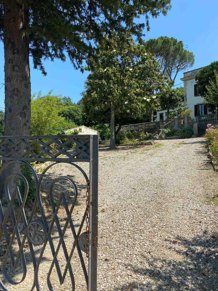 Villa Liberty con parco e piscina privati