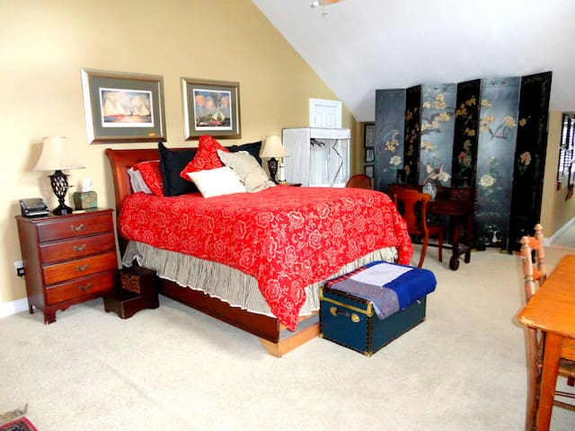 Yet another HUGE master suite. At 1000 sq. ft., this 2nd master suite that has views of the Gulf of Mexico contains a kitchenette, a large sitting area, and a dining/game table.  It is spacious enough for you to bring air mattresses and still have plenty