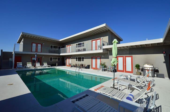 420 Friendly Private Cozy Desert Hot Springs Spa