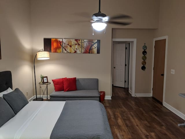The Botanical Suite- Private stay in Downtown Cary