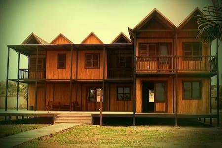 Iroko Villa: Ghana beach house - Kokrobite - 独立屋