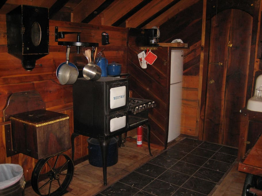 Antique gas range from the 1920's is fully operational and guests have had fun cooking like the old days!