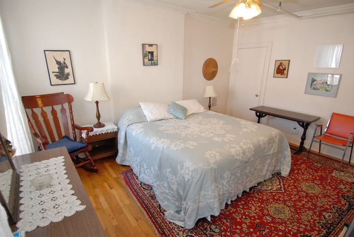 Large Room in private Brownstone in Park Slope