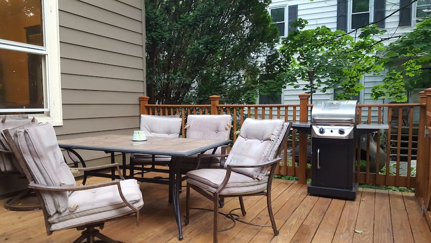 Back Deck with grill (Guests welcome to use)