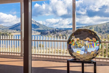 Panoramic Luxury Lake House Discounted Long Stays