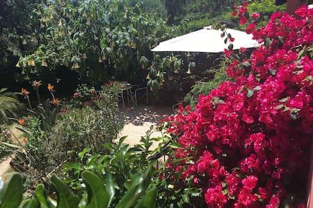 Varazze appart 2camere 5 posti letto giardino priv