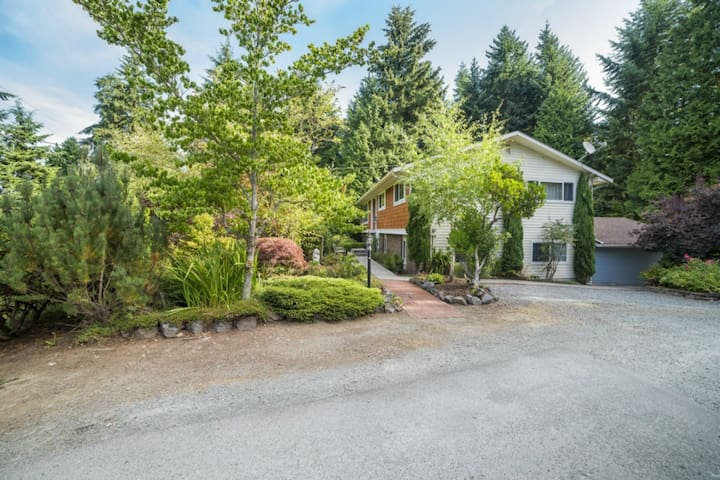 Private Apartment in Quiet Area - Edmonds - Daire