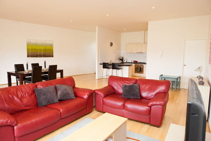 Modern Spacious Apartment - Mordialloc - Apartment