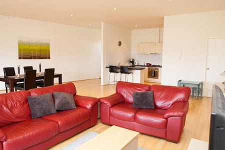 Modern Spacious Apartment - Mordialloc - Apartmen