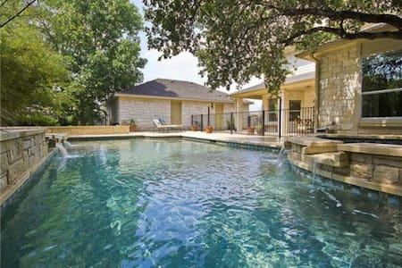 Studio unit w/ Sep entrance & bath - Austin - Apartment