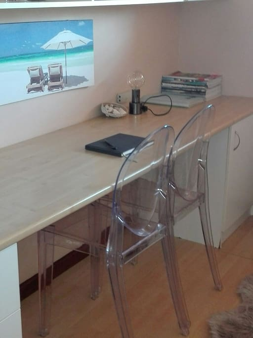 Large desk to work or eat on.