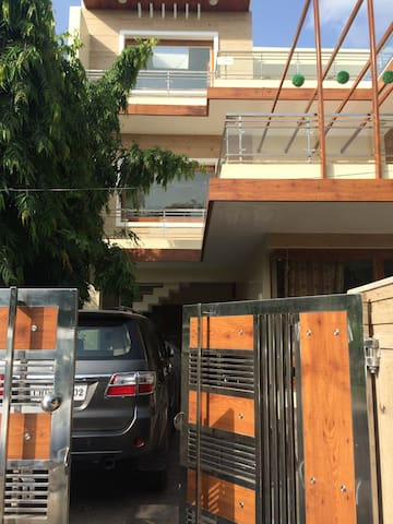 Room available in Chandigarh Home - Panchkula