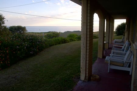BEACHFRONT HOUSE PENGUIN ISLAND !!! - Shoalwater - Casa
