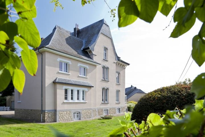 Manor of Rulette - 20 beds 9 bedrooms & 5 bathooms - Tintigny - 城堡