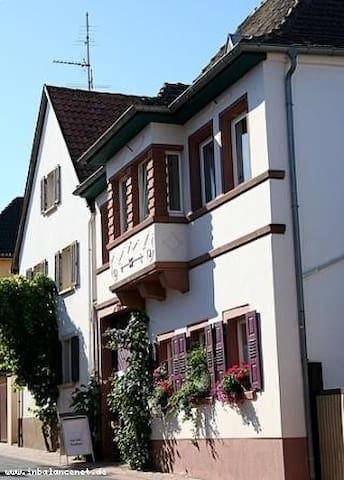 Gemütliches Winzerhaus an der südlichen Weinstraße
