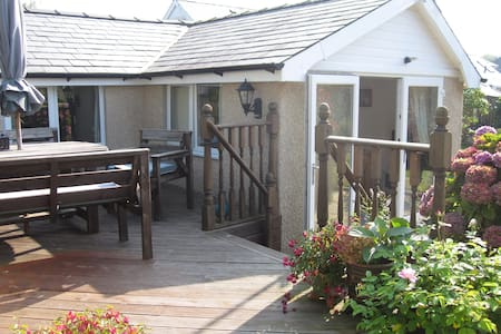 Lovely Cottage close to the beach - Llanbedrog - 一軒家