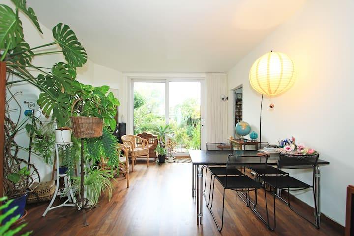 ruime 30er jaren woning met tuin
