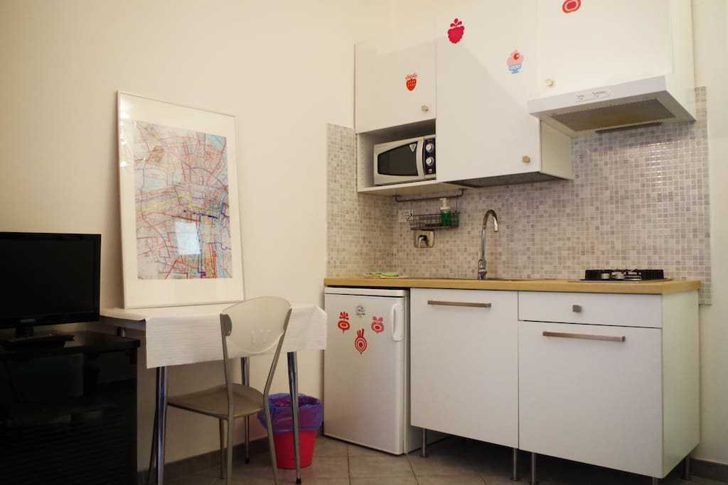 Kitchenette with table and TV on the left