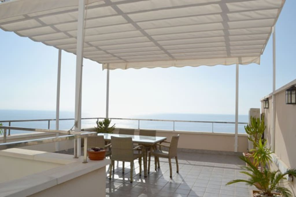 Full terrace sunshade structure with mosquito screens