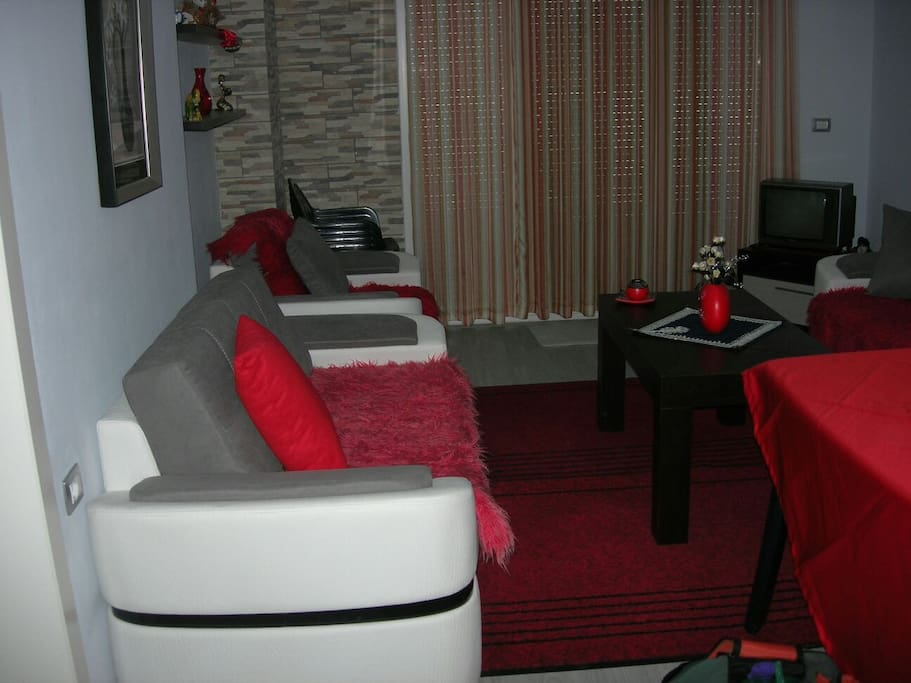 Very comfortable living room with Digital TV. The kitchen is equipped with dishes and cooking set.