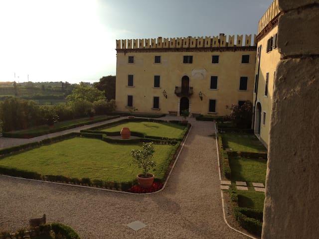 Castle 1500 Lazise - Colà - Slott