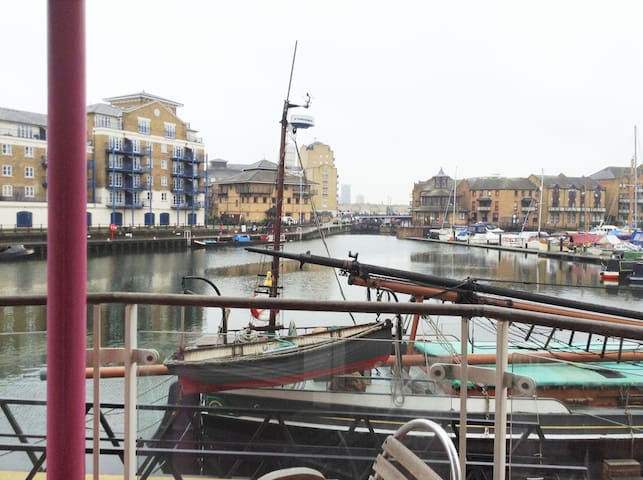 Limehouse Basin - Nr Canary Wharf - London - Flat