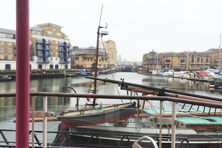 Limehouse Basin - Nr Canary Wharf - Londra