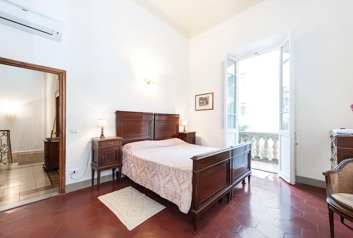 4 camere in villa a Firenze, giardino e servizio
