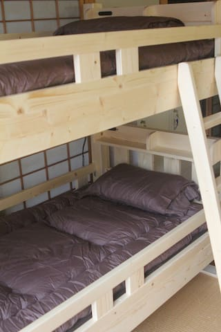 SHAQ BIGHOUSE Bunk Bed in 12-Bed Mixed Dormitory
