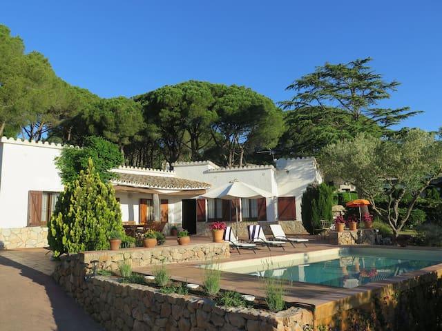 Casa Calendal: con piscina, playas a 5 minutos.