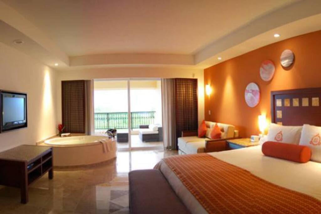 Bedroom with King sized bed and Jacuzzi