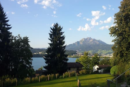 room with view :-) private bathroom - Luzern - House