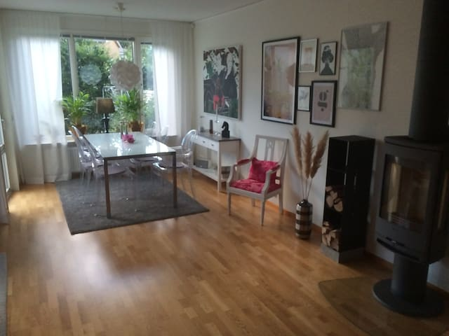 Family friendly and modern house close to the city - Sundbyberg - Casa