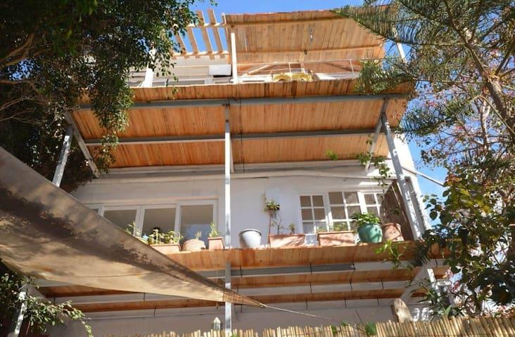 Cosy et lumineux appartement avec terrasse