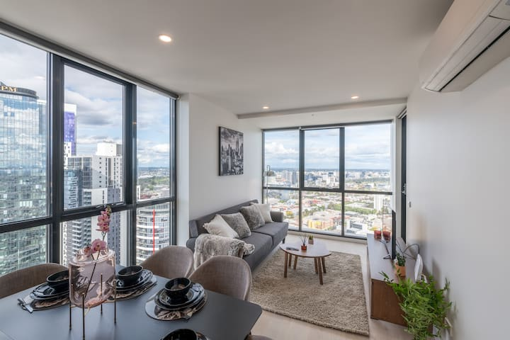 Magnificent View Southbank 2 Bedroom Apt w/Parking