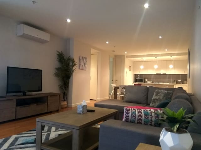 City Edge, close to Waterfront and CBD, 2 bedroom