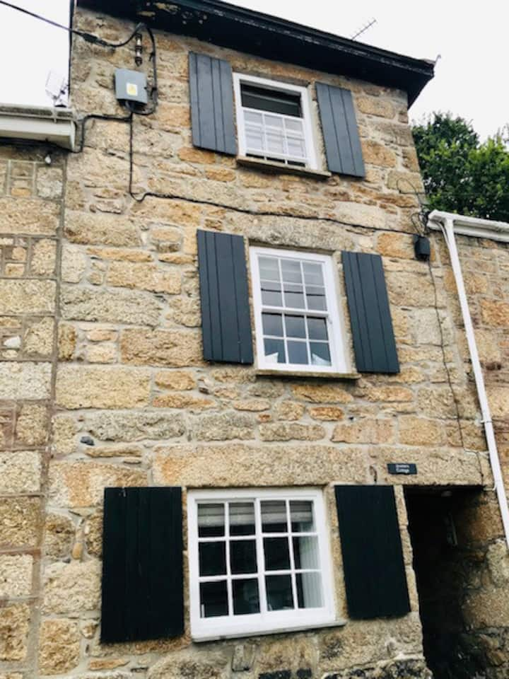 Brand new! An entire, lovely cottage in Mousehole