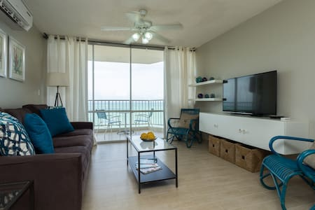 Spectacular One Bedroom wjth Ocean front balcony - Byt