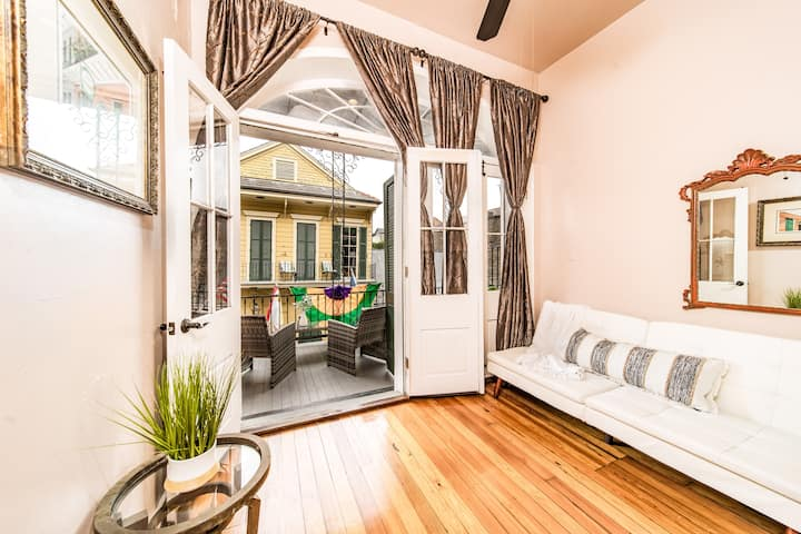 Chic 1 BR apt with Balcony Overlooking Royal St #7
