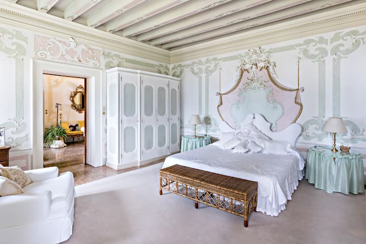 WHITE ROOM at Villa il Galero