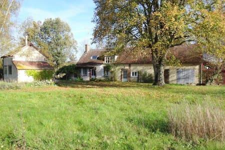 Arty cottage à 1h30 de Paris - Le Charme - บ้าน