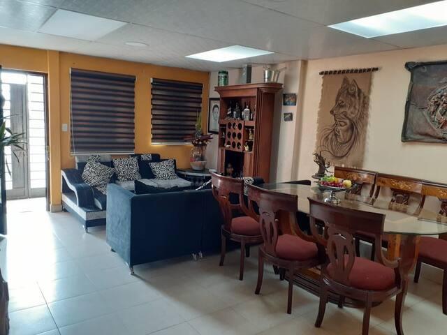 Casa 3 dormitorios 2 baños sala cocina y comedor