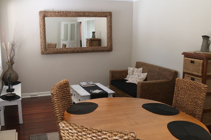 Bayswater 3 Bedroom- 7km to City-850m to Train