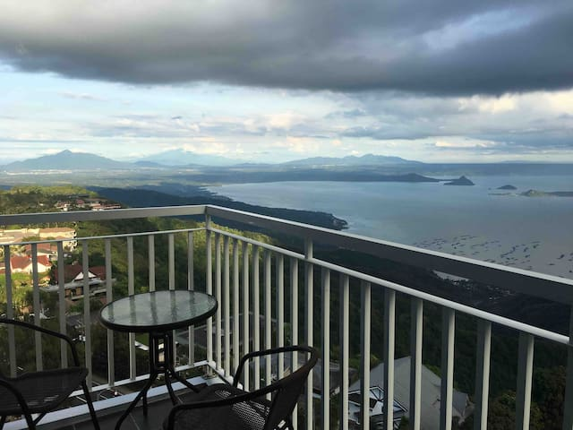 Great TaalView Unit by Cozy Staycation Tagaytay