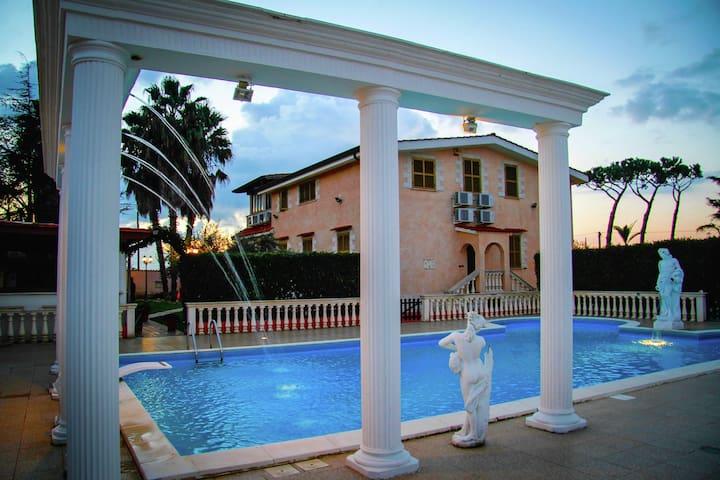 Spacious Villa in Anzio with Private Swimming Pool
