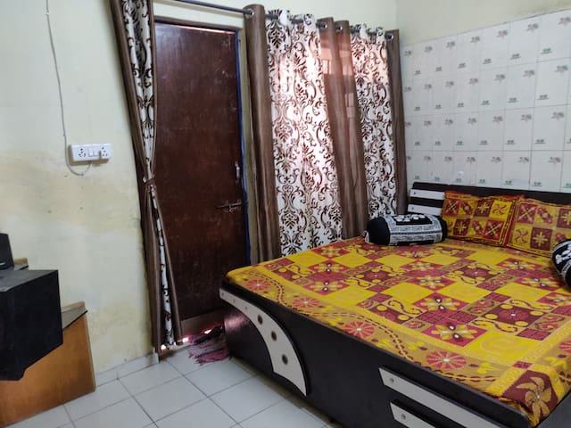 Cosy Room With Bathtub, AC, Wifi & Kitchen