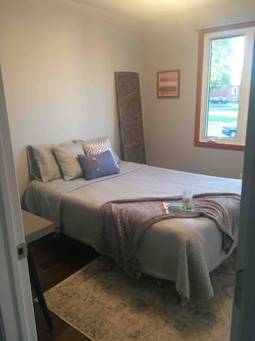 Clean, Cozy and Private Bedroom in North Bay
